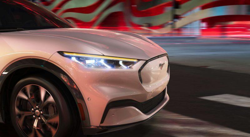 Zvoki vožnje Mustanga Mach-E v slogu znanstvene fantastike