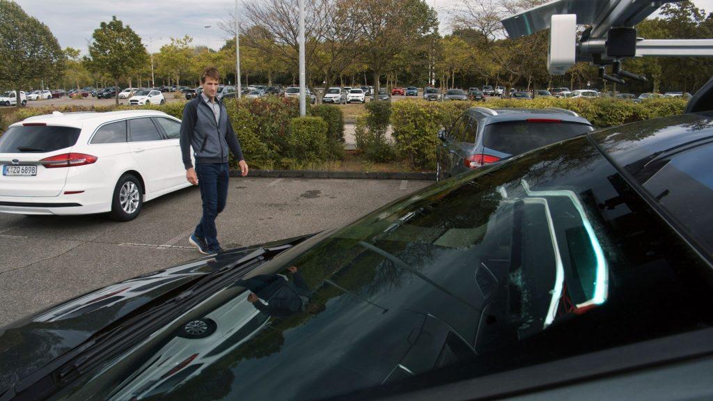 Kako bomo vedeli, kaj bo naredil samovozeči avto, če v njem ni voznika?