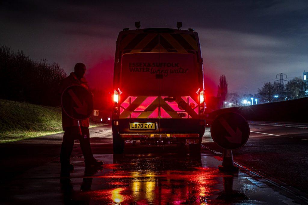 Ford pomaga pri varovanju delavcev na cesti