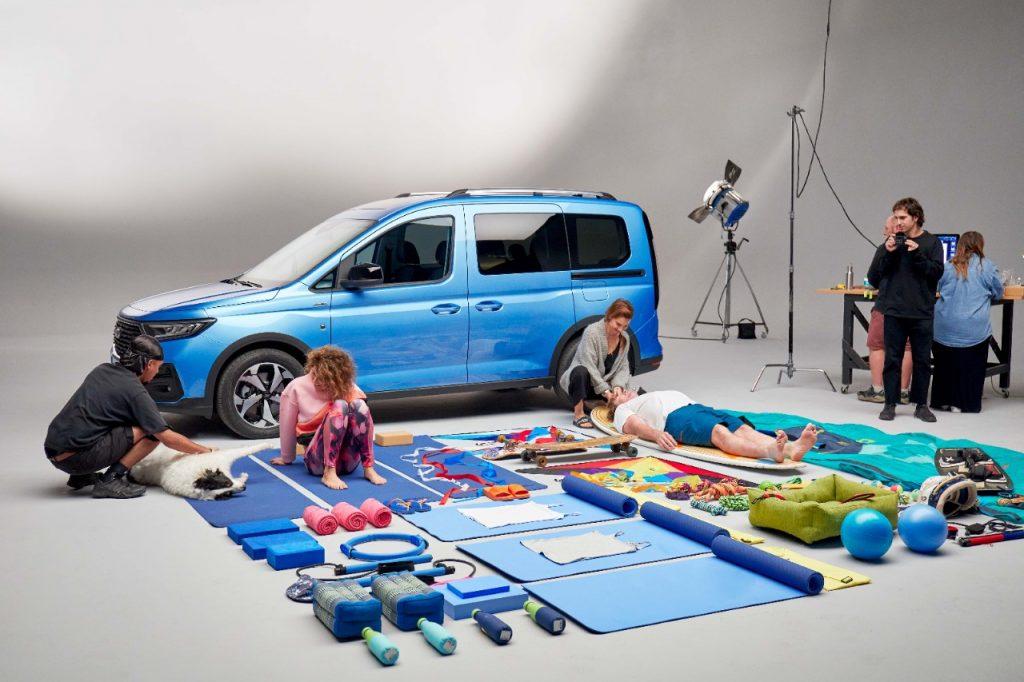 Družini sta za svoje pestro življenje našli mesto v povsem novem Fordu Tourneu Connect